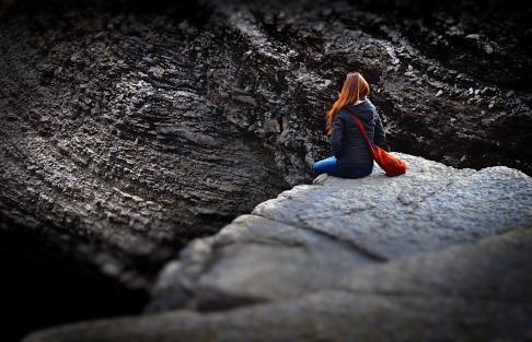 dziewczyna na skale